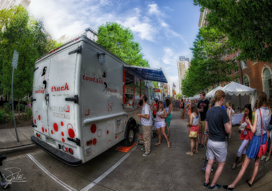 The Tootsie Truck at the Dogwood Arts Festival in Knoxville, Tennessee. Image source: http://bit.ly/1X1vwwv